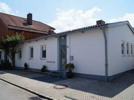 Modern renovierte 4,5 Zimmerwohnung 100 m² in einstöckiger Doppelhaushälfte