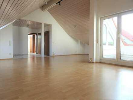 Sofort beziehbare 2 - 3 Zi. DG-Wohnung mit Balkon