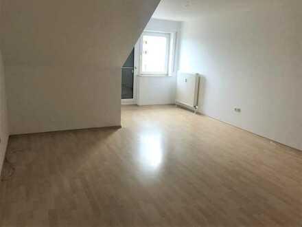 Helle 3-Zimmer-Dachgeschosswohnung mit Balkon und EBK in Rottendorf