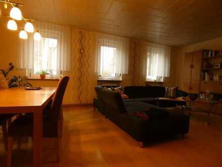 39 m² Zimmer mit Kamin in frisch sanierter 7-er WG mit zwei Badezimmern und Highspeed Internet