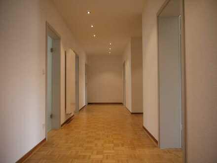Erstbezug nach Sanierung mit Balkon: ansprechende 4-Zimmer-Erdgeschosswohnung in Iserlohn