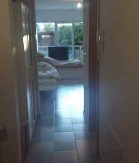 Gepflegte 1-Zimmer-EG-Wohnung mit Balkon und EBK in Groß-Zimmern