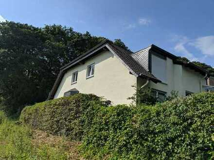 Schöne 2-Zimmer-Dachgeschosswohnung mit wunderbarer Aussicht nach Köln in BENSBERG BERGISCH GLADBACH