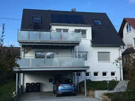 Großzügige 2,5-Zimmer-EG-Wohnung mit großem Südbalkon, Küchenbalkon und Carport in Walddorfhäslach