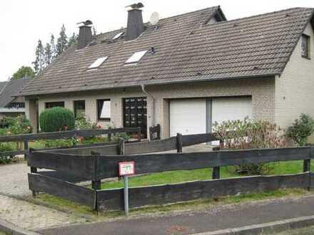 Schönes Einfamilienhaus in Kommern Süd mit Einliegerwohnung und Doppelgarage auf großem Grundstück