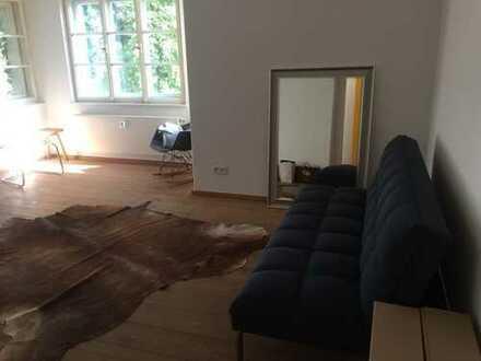 Schönes helles Zimmer in Altbauvilla