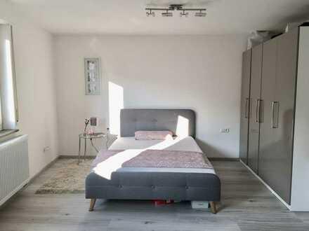Exklusive, möblierte und sanierte 2-Zimmer-Wohnung mit Balkon und Einbauküche in Stuttgart