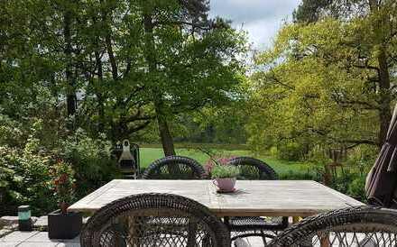 Sehr schönes Haus direkt am Naturschutzgebiet mit fünf Zimmern in Erlangen, Dechsendorf