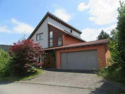 Außergewöhnlich gestaltetes Architekten-Einfamilienhaus mit Einliegerwohnung in Neckargerach OT