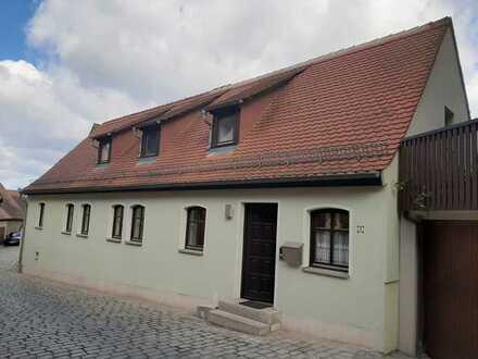 Modernisierte 2-Raum-DG-Wohnung mit Einbauküche in Feuchtwangen