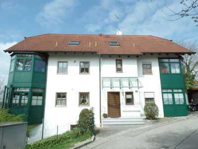 Ruhige, gepflegte 2 1/2 Zi Wohnung mit Balkon, Wintergarten und Garten, in Fussnähe zum Stadtplatz