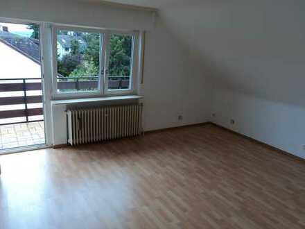 Famileinfreundlich! Gut aufgeteilte 3 Zimmer Wohnung mit EBK zu vermieten.Kinder willkommen!