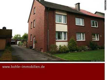 Doppelhaushälfte nähe Zentrum (aktuell vermietet) mit großem Grund und 5 Garagen!!!