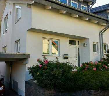 Helle familienfreundliche Doppelhaushälfte in ruhiger Lage im schönen Ückesdorf