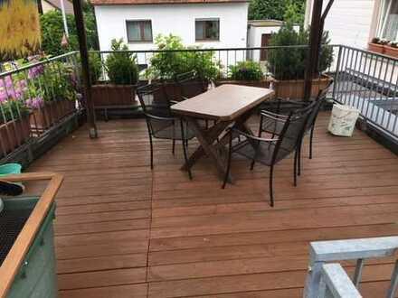 Zentrale Lage von Bietigheim / Gepflegtes 2-Parteienhaus mit großem Garten, Werkstatt, Doppelgarage