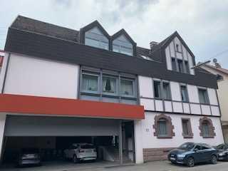Modernisierte 3-Zimmer-DG-Wohnung mit Balkon und EBK in Bad Wildbad mit Blick ins Grüne