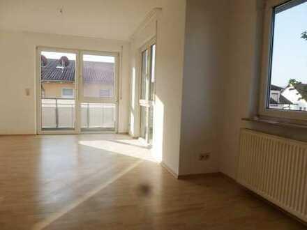 Schöne 2-Zi-Wohnung, hell, ruhig, verkehrsgünstig in Rottenburg am Neckar