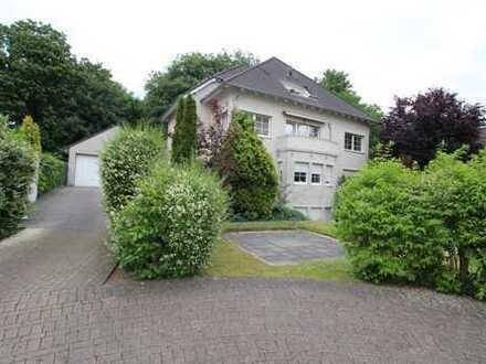 Villa in Bestlage! Helle, hochwertige Wohnung mit Balkon und Garage!