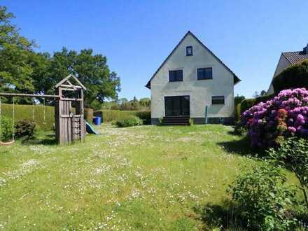 freistehendes Einfamilienhaus mit viel Platz und ruhiger Lage!