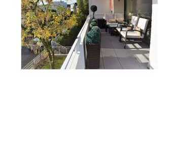 Vollständig renovierte 4-Raum-Wohnung mit Balkon in Bergisch Gladbach