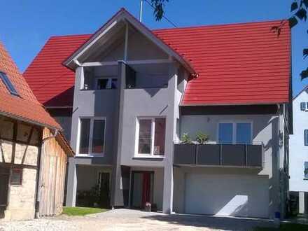Neuwertige 3-Zimmer-Wohnung mit Balkon, Dachloggia und EBK in Wankheim