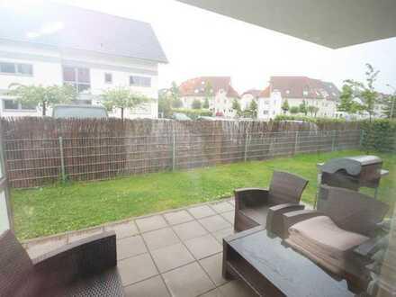 Helle Erdgeschosswohnung mit großer Terrasse, Garten und besonderer Raumaufteilung in Griesheim