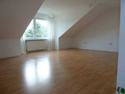 Attraktive, modernisierte 2,5-Zimmer-Dachgeschosswohnung in Hünxe