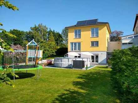 Wunderschönes neuwertiges freistehendes Einfamilienhaus (Privatverkauf ohne Maklergeb.)