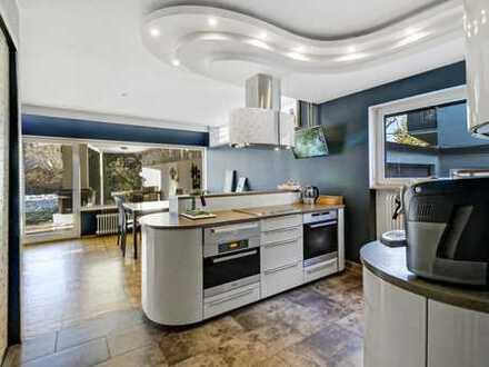 Moderne Wohnung mit hochwertiger Einbauküche und Kamin in ruhiger Lage