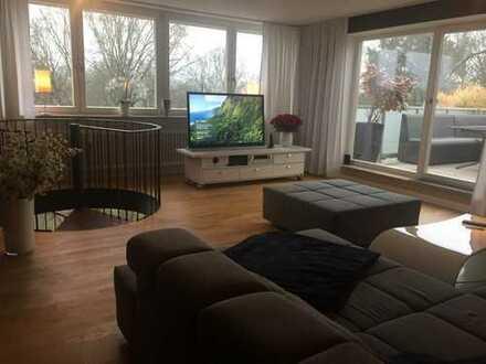Exklusives Wohnen auf zwei Ebenen mit Dachterrasse & wunderschöner Aussicht zum Konigswiesener Park
