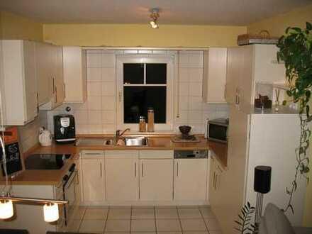 Attraktive 2,5-Zimmer-Erdgeschosswohnung mit Balkon und Einbauküche in Dielheim
