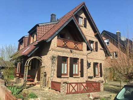 Erdgeschosswohnung im freistehenden Zweifamilienhaus in Rommerskirchen