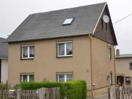Einfamilienhaus mit ausgebautem Nebengelass und Garagen