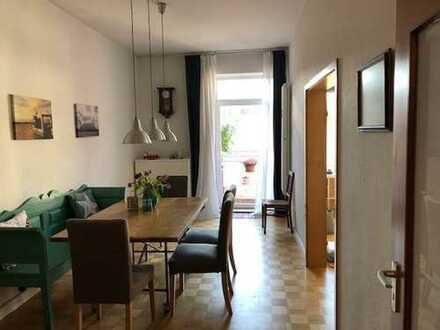 Maxvorstadt: Sehr gepflegte 3-Zimmer-Altbauwohnung mit Balkon