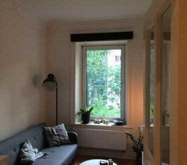 Traumhafte 2-Zimmer-Altbauwohnung mit sonnigem Balkon in ruhiger Seitenstraße