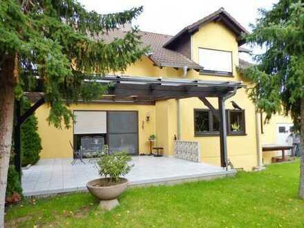 Ein-/Zweifamilienhaus m. Einliegerwohnung, Garten, 2 Garagen, Terrasse in Top-Lage