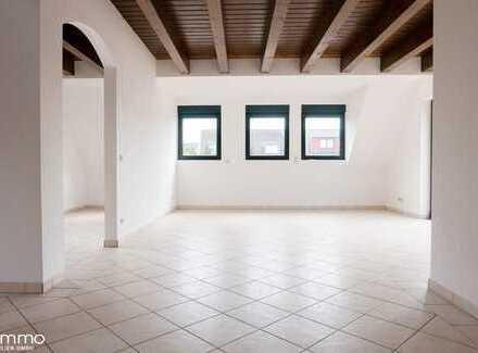 Provisionsfrei ! 2 Etagen-Wohntraum von 95qm, in Neuss-Holzheim, mit Balkon und Carport.