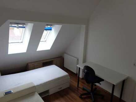 Helles WG-Zimmer in zentraler Stadtwohnung im Benzviertel
