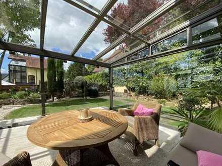 Außergewöhnlich gut ausgestattetes Traumhaus in Top-Zustand m. Luxus- Wintergarten, Garage u. Keller