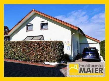 Gepflegtes freistehendes Zweifamilienhaus in ruhiger Lage mit riesigem Garten und übergroßer Garage!