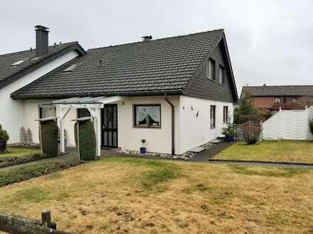 Äusserst gepflegte Doppelhaushälfte mit Garage in absolut ruhiger Südlage