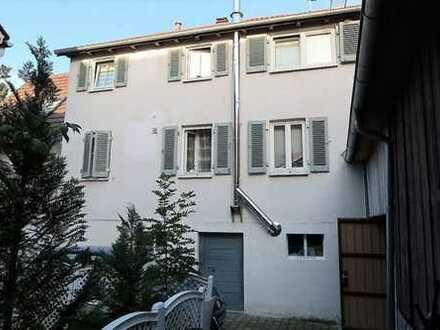 Doppelhaushälfte zum Preis einer Wohnung? Mit Scheune, 2 Stellplätzen und separatem Apartment!