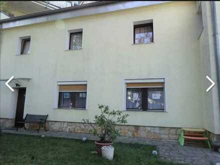 Modernisiertes 3-Zimmer-Reihenendhaus mit Einbauküche in Poll, Köln