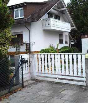 Erstbezug nach vollständiger Renovierung - 3 Zimmer Wohnung im Familienhaus mit Garten