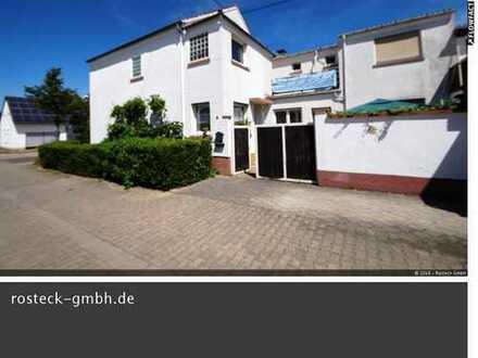 Stattliche Eigentumswohnung im 2 Familienhaus