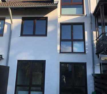 Neu saniertes Haus mit 5 Zimmern in München (Kreis), Unterschleißheim