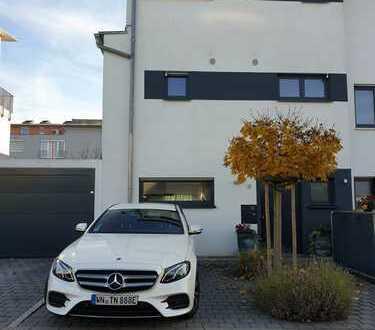"""Doppelhaushäfte """" Top Zustand"""" in gefragter Wohnlage mit Garage und Stellplätze"""