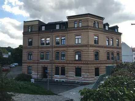 Zentrumsnahe Ein-Raum-Wohnung im Dachgeschoss, Tageslichtküche, Duschbad mit Fenster