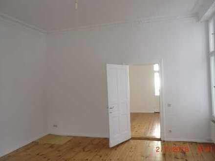 Ruhige 3 Zi.-Altbauwohnung mit Balkon und Einbauküche im Charlottenburger Kiez