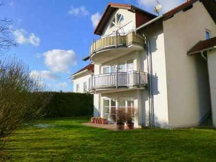 Modernisierte 3-Raum-EG-Wohnung mit Balkon und Einbauküche in Grävenwiesbach